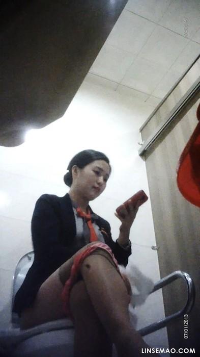 厕所偷窥: 穿着制服的韩国女人[2/2]