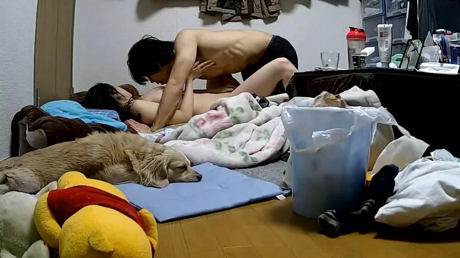 入侵家庭监控摄像头: 男友给大奶女友舔阴和指交