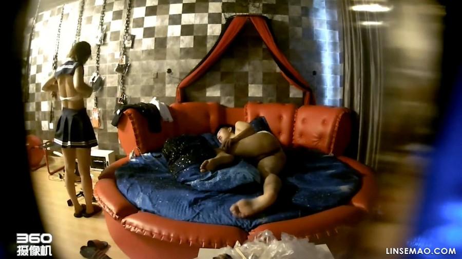 360酒店: 隐藏摄像偷窥呻吟声音非常诱人的年轻美女的性爱
