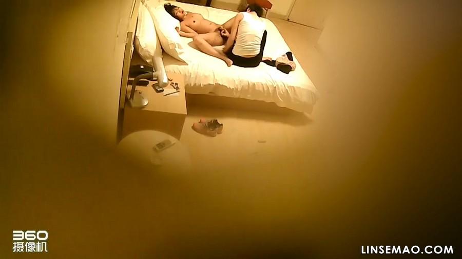 360酒店: 隐藏摄像偷窥女同性恋非常激烈的性爱