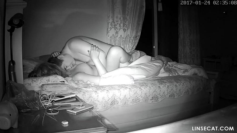入侵家庭监控摄像头: 偷拍中年夫妻舔阴, 性高潮, 内射