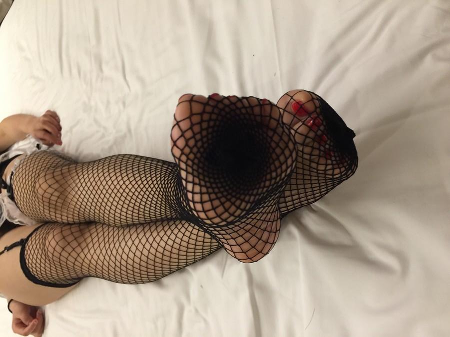 昏迷性爱: 穿着渔网袜的可爱女生