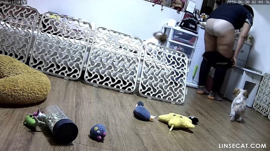 入侵家庭监控摄像头: 韩国单身女生午夜回家脱衣服