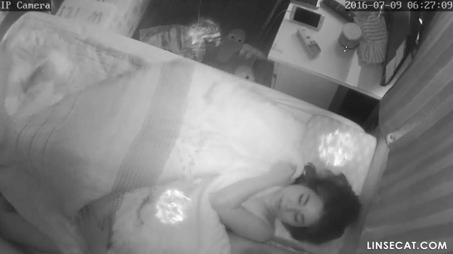 入侵(Hacking)家庭监控摄像头: 韩国熟女周六早晨的性高潮