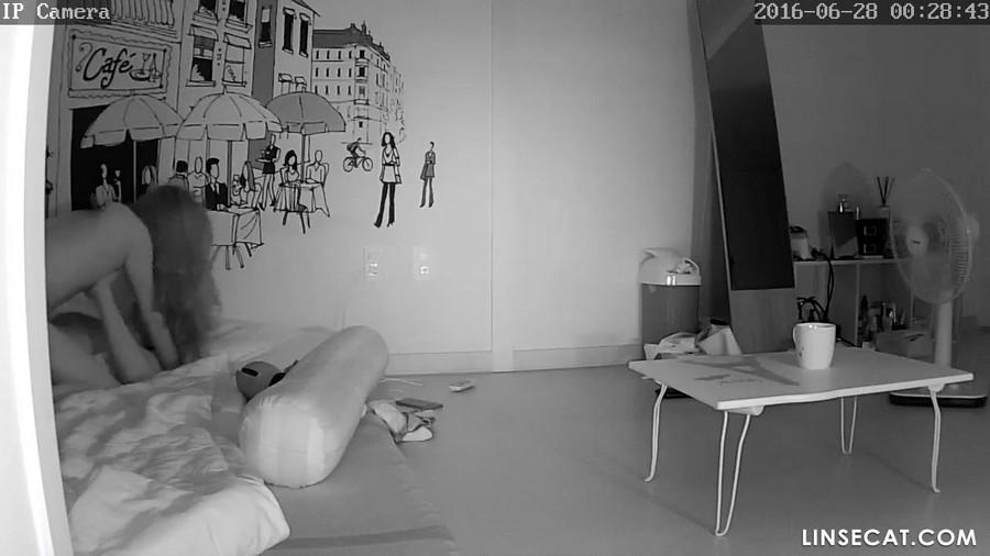 入侵(Hacking)家庭监控摄像头: 漂亮的韩国女生被射精到阴道