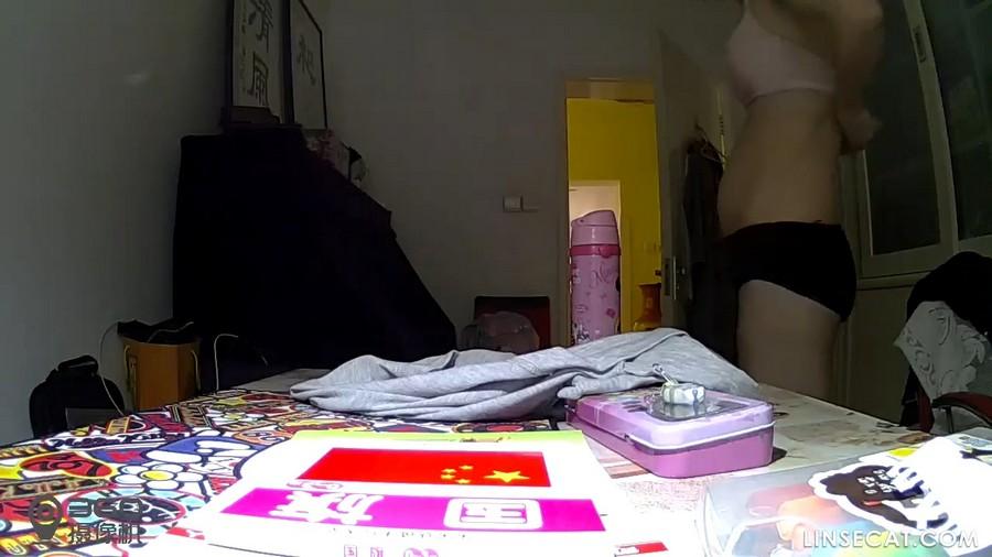 入侵(Hacking)家庭监控摄像头: 偷窥平胸女人换卫生棉条, 换内衣