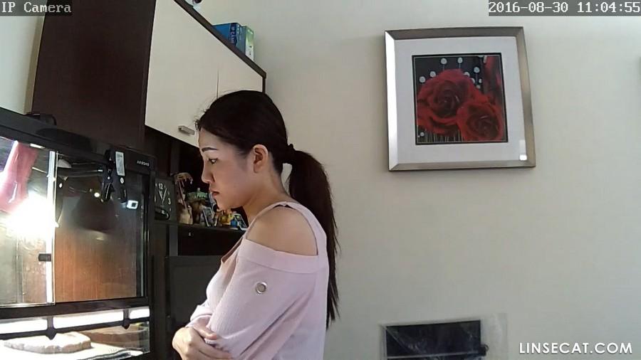 入侵(Hacking)家庭监控摄像头: 韩国美女换衣服