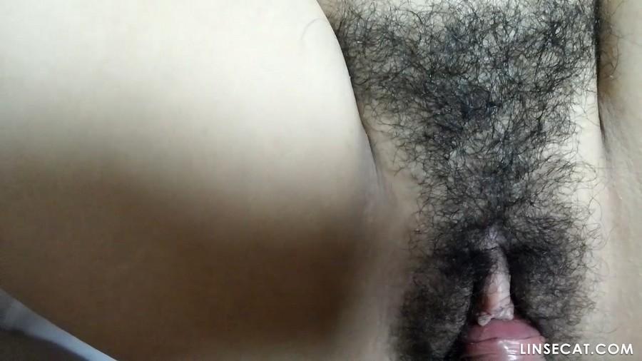 阴毛浓密的韩国女生口交阴茎短小的男友, 吞精