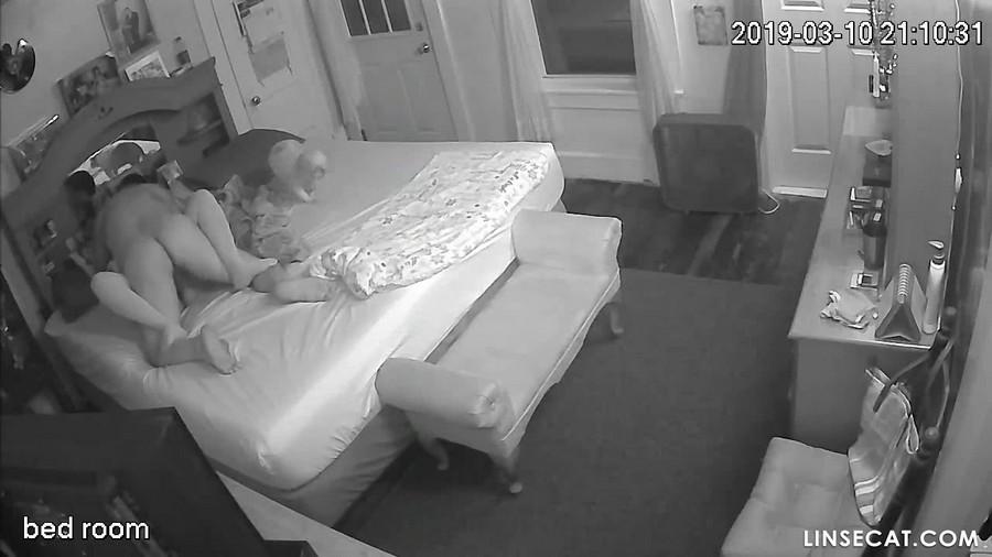 入侵(Hacking)家庭监控摄像头: 偷窥中年白人夫妻做爱[1/6], 吃屄, 内射