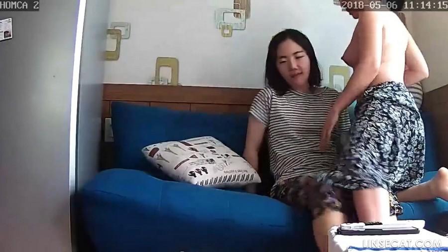 入侵(Hacking)家庭监控摄像头:  年轻漂亮的韩国女同性恋人的性爱, 吸奶头, 摩擦阴部